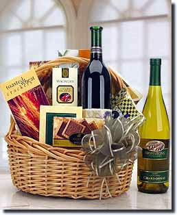 A distinctive basket of wine and gourmet. - Traditional Wine and Gourmet Basket - Red Wine