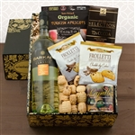Kosher Certified Gift Box with Sauvignon Blanc combined with tasty snacks.