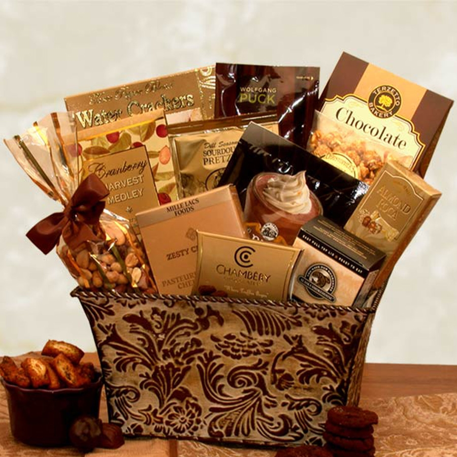 This high-end collection includes both the savory and sweet, offering cheeses, spreads, cookies, and more. #gift