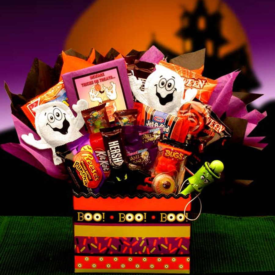 This Halloween Gift Basket foregoes the basket for a colorful box and adds an adorable ghost, along with loads of sweet treats. Contents Include: ,Boo Halloween Box, Mini Oreo Bites Cookies, Halloween Pretzels Bats and Pumpkins (2 pkg), Jett Puff Hallowee #gift