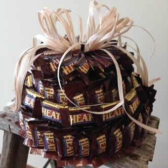 Heath Bars are often associated with nostalgia and old fashioned candies. Heath Toffee Bars combine two great candies to create a delightful taste with both soft and crunch in the same bite. Now you can send a Heath Bar Toffee Candy Cake Bouquet the next #bar